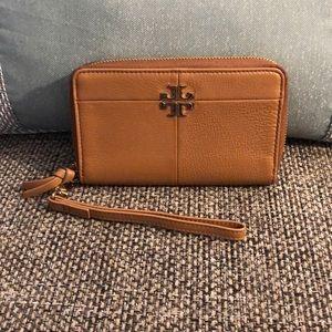 Tory Burch Tan leather wallet/wristlet